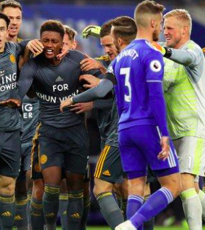 The entire Leicester team celebrated Demarai Gray's goal
