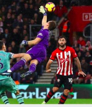 Arsenal goalkeeper Bernd Leno failed to claim the cross for Austin's winner