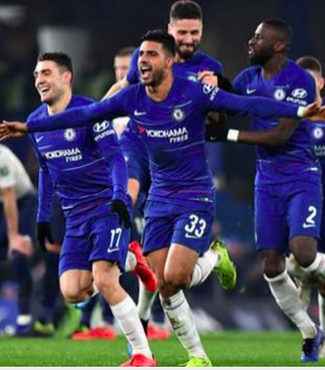 Chelsea players celebrate victory over Spurs