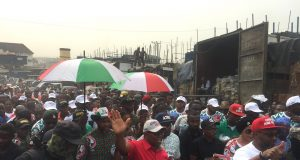 Obi with other PDP members during the Anambra market visit on Thursday