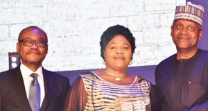 MD Dangote Cement, Olakunle Alake; Best National Distributor of Dangote Cement, Mrs. Beatrice Okika, MD, D. C. Okika Nig. Ltd., receiving an award from President/CE, Dangote Industries Limited, Aliko Dangote