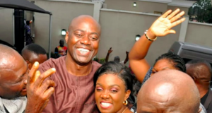 Seyi Makinde with supporters