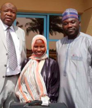Zainab Aliyu with Nigerian officials in Saudi after she was released from prison