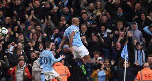 Vincent Kompany strike helps Man City