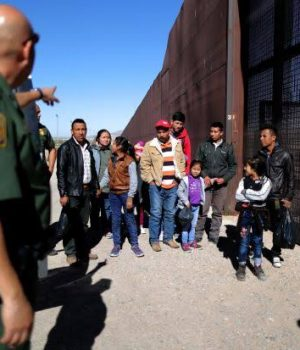 Mexico soldiers block immigrants at Southern border