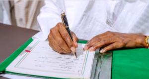 Buhari signs the AfCFTA