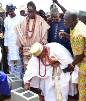 Deji of Akure, Oba Aladetoyinbo Aladelusi performing foundation laying
