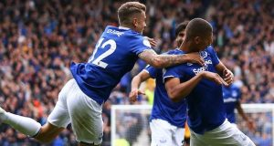 Everton beat Wolves 3-2