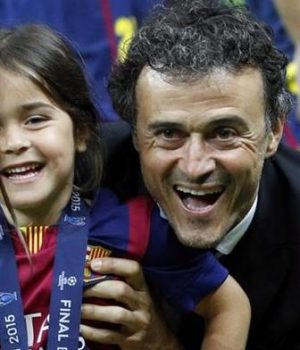 Luis Enrique with his 9-yr-old daughter who died of bone cancer