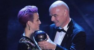 Megan Rapinoe been handeer the awd ard by FIFA President, Gianni infantinoG