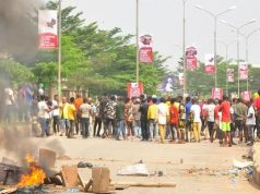 Edo Youths barricade Airport road over Oshiomhole