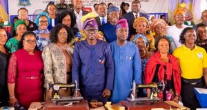 Gov. Sanwo-Olu presents empowerment to women and artisans