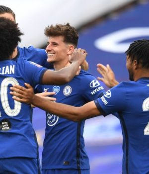 Chelsea beat Man Utd to set a date with Arsenal