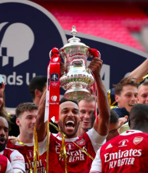 Arsenal FC lift the English FA Cup trophy