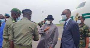 Goodluck Jonathan at the Malian airport