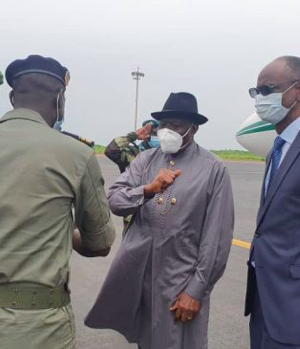 Goodluck Jonathan at the Malian airport