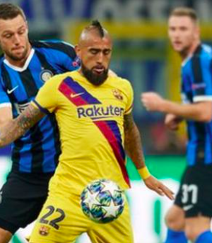 Arturo Vidal playing for Barcelona against Inter Milan in the Champions League