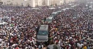Massive crowd at Emir of Zazzau burial