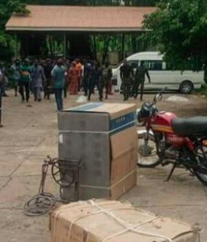 Sen. Teslim Folarin's house burgled