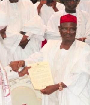 Then Gov. Rabiu Kwankwaso presenting Sanusi with Emirship certificate