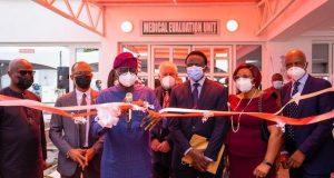 Access Bank boss, Herbert Wigwe; Lagos Commissioner for Health, Prof. Akin Abayomi; Governor Babajide Sanwo-Olu; Executive Chairman, Reddington Group, Dr. Adeyemi Onabowale; his wife, Oludayo and Chief of Surgery & Group MD, Reddington Hospital, Dr. Olatunde Lalude,