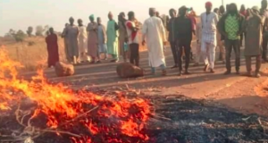 Angry youths set fire of Katsina road