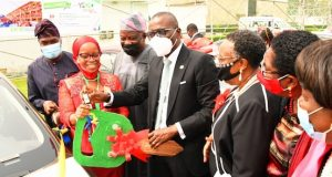 Sanwo-Olu gives out car gift